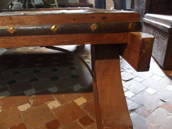 Tavolino in legno e ceramica della Valle del Rif - Antiquariato del Marocco